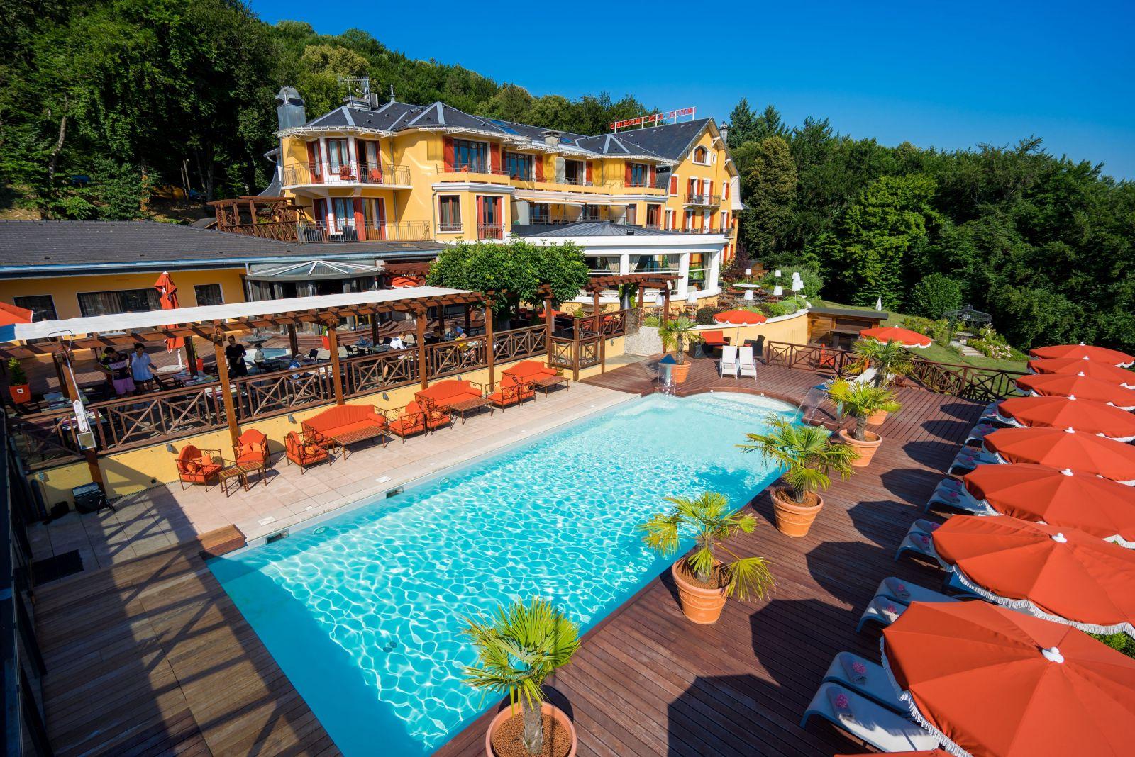cocktail sur la terrasse de l'hotel les tresoms
